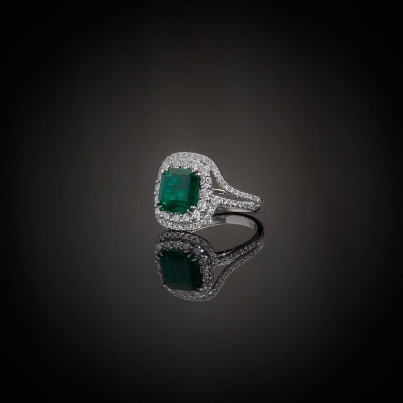Δαχτυλίδι σε λευκόχρυσο Κ18 με σμαράγδι και μπριγιάν c9220b7733c
